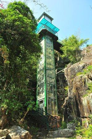 Datanla Falls : bottom view of elevator