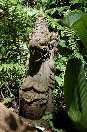 Botanic Garden Ubud: Как везде - очень много скульптур