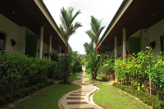 Loma Resort: Walk in the Garden