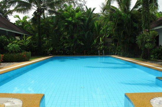 Loma Resort: Spacious Pool