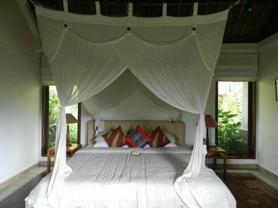 Umah Lu'ung: Romantic Bed