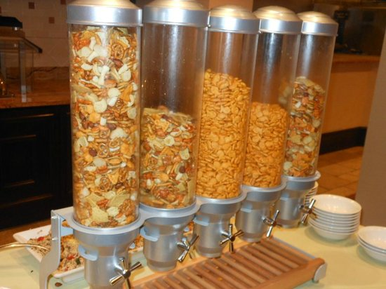 Embassy Suites by Hilton San Antonio Riverwalk-Downtown: SOME SNACKS AT MANAGERS RECEPTION