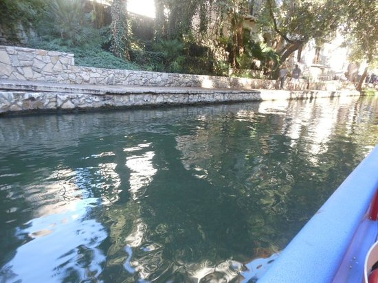 Embassy Suites by Hilton San Antonio Riverwalk-Downtown : BOATRIDE ALONG RIVERWALK A MUST!