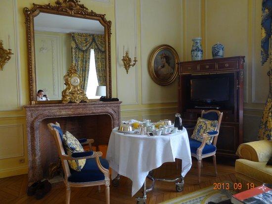 Château Les Crayeres : Café da manhã servido no quarto... um luxo