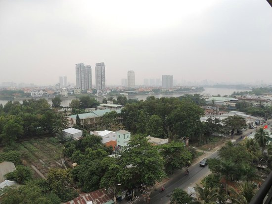 Saigon Domaine Luxury Residences : Our view looking toward District 1