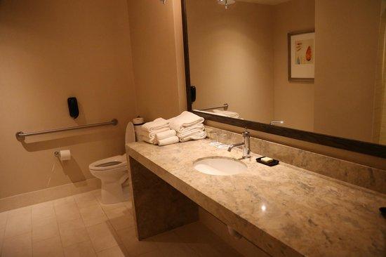 Fairmont Heritage Place, Ghirardelli Square : bathroom