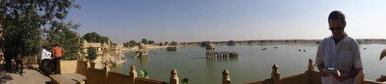 Hotel Suraj Vilas : le lac