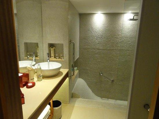Outrigger Laguna Phuket Beach Resort: バスルームもおしゃれ