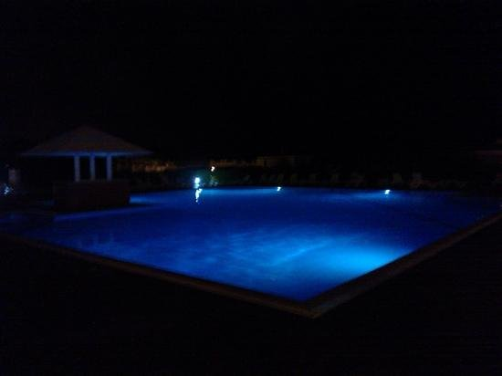 Quinta das Figueirinhas: pool at night