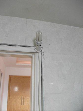 Hanoi Old Town Hotel: Bathroom light