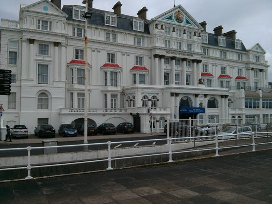 Royal Victoria Hotel: Front