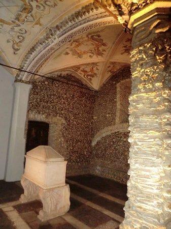 Capela dos Ossos : interior