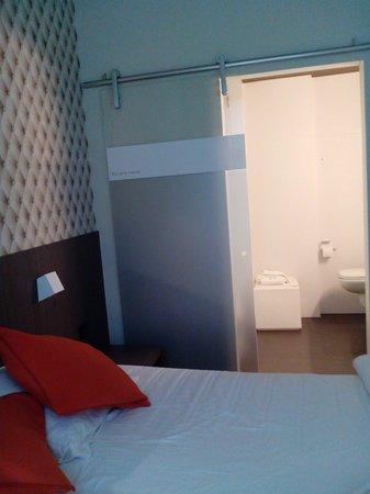 Square Hotel: de ingang naar de badkamer