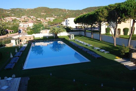 Hotel Baja : Piscina - Vista desde la habitación
