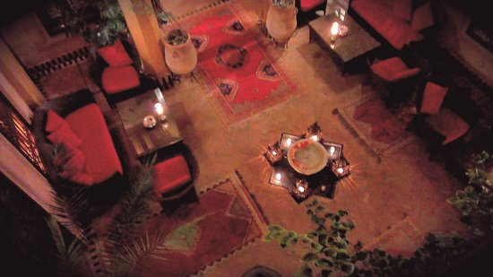 La Maison Arabe: Punto di riunione all'aperto con fontanella al centro