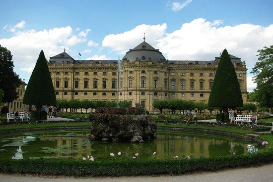 Veitshöchheim Schloss: 噴水越しに