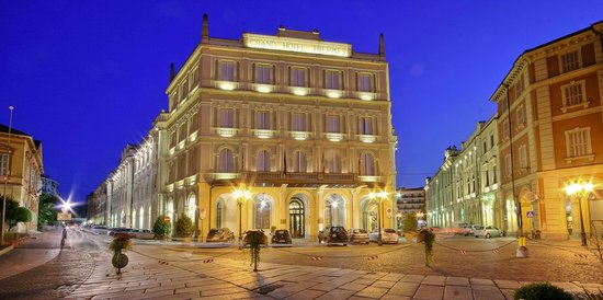 Grand Hotel Nuove Terme: Il Grand Hotel all'ora blu