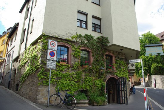 Hotel Grüner Baum: ホテル正面