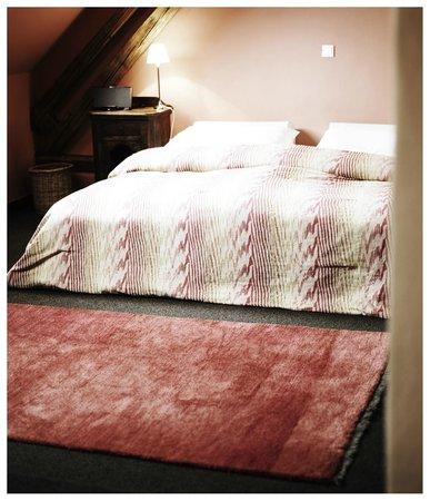 Taubenkobel Hotel: Spacious Bed Room - Großzügiges Schlafzimmer