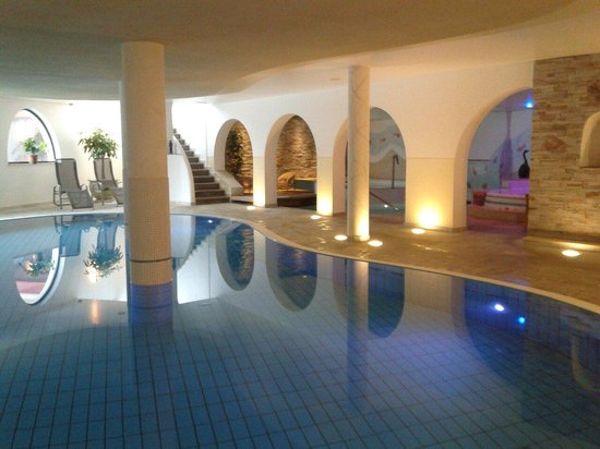 Kastel Seiser Alm: L'area piscine ...