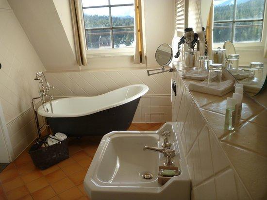 Das Kranzbach: Das Bad im Zimmer Nr. 82.