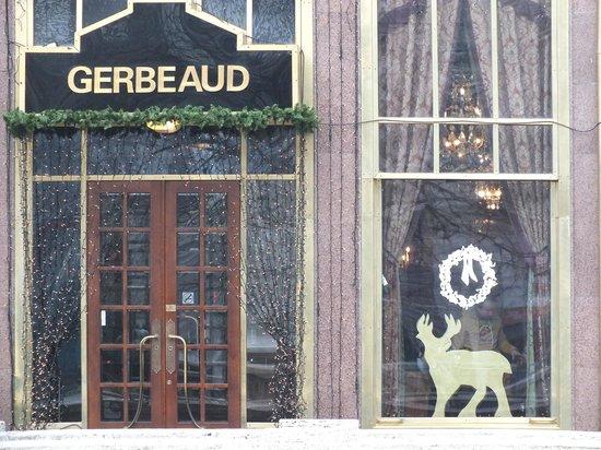 Gerbeaud : витрины знаменитого кафе ,,Жербо,,