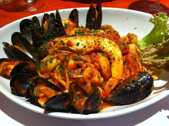 Il Bordello: mixed seafood linguine