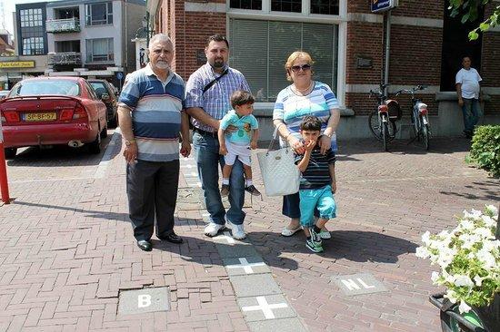 الحدود بين هولندا و بلجيكا المكان حقيقي و ليس من الخيال ههههه Picture Of Den Engel Baarle Nassau Grens Tripadvisor