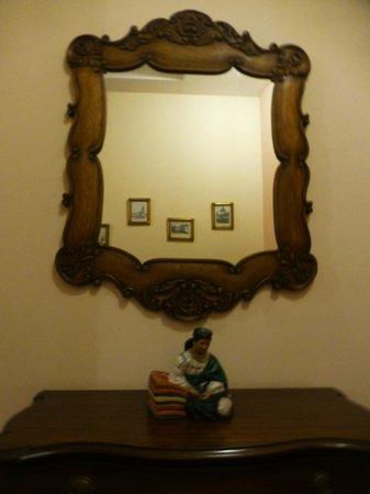 Hotel Patio Andaluz : Ornamental mirror
