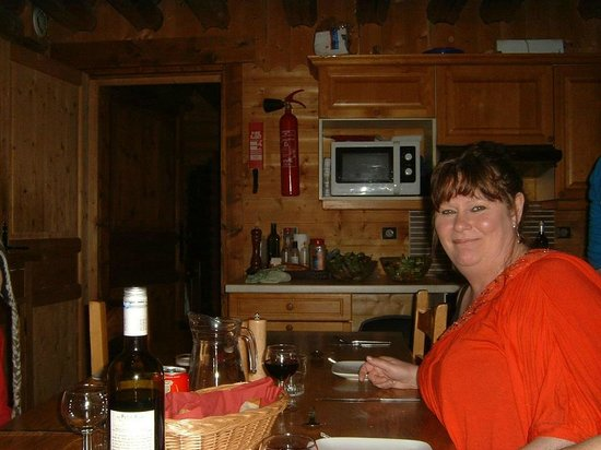Snow Retreat : Dinner in the chalet