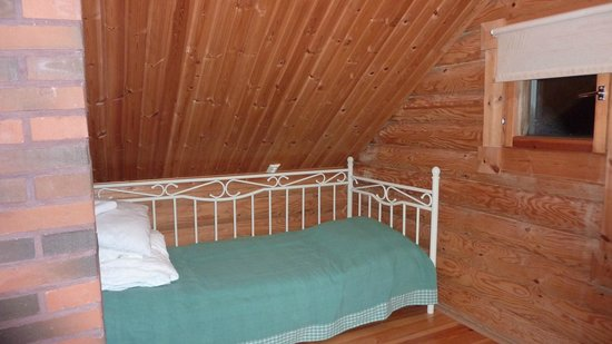 Pyha, Finnland: One end of the mezzanine bedroom