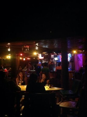 El Tiki Bar: DJ keeping the crowd going