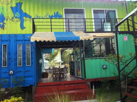 WH Hostel: Cool front side