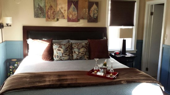 Prescott Pines Inn Bed and Breakfast : King bed