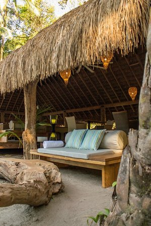 The Resort at Isla Palenque: Sofa and driftwood coffee table in the sand at Las Rocas