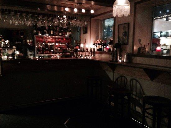 Tiu Dropar: The bar