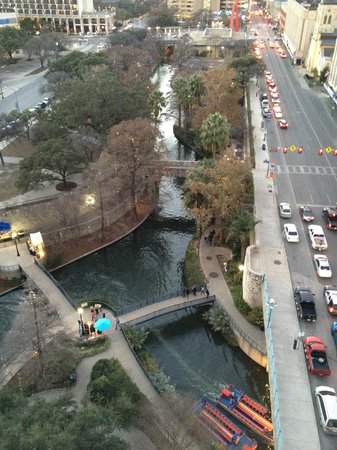 San Antonio Marriott Riverwalk: View of the river walk from the balcony