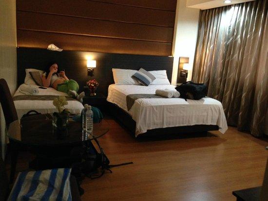 Lorenzzo Suites Hotel: номер (на три персоны)
