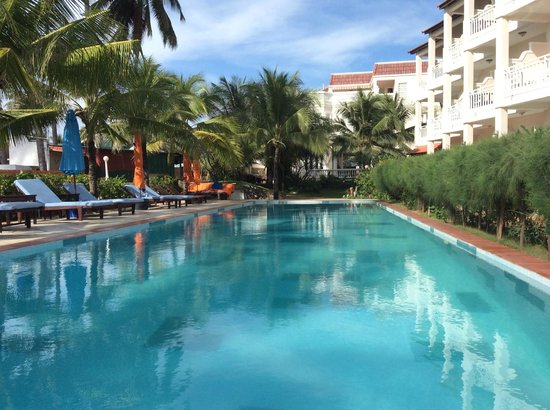 Grace Boutique Resort : Pool view from the beach