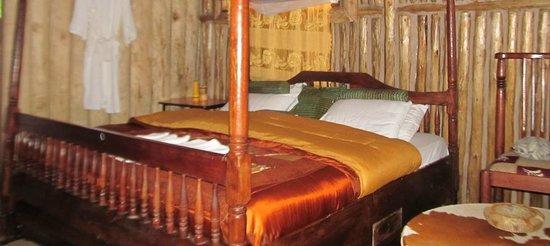 Nshongi Gorilla Resort : the bed