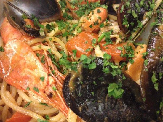 Taverna degli Artisti : Spaghetti di gragnano allo scoglio