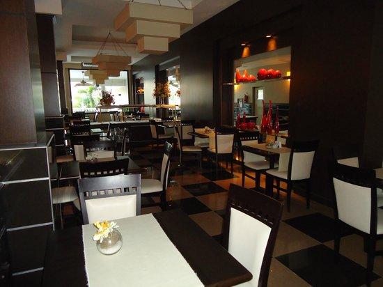 Condado Hotel Casino Goya: Desayunador, poco pequeño