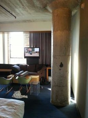 Aloft Dallas Downtown: Another view 4th floor king room