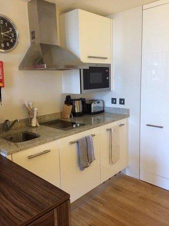 Staybridge Suites London-Stratford City: staybridge suites kitchen