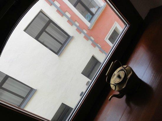 Hotel Gutenbergs : окно в номере