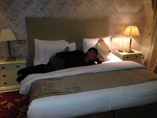 Bridge House Hotel, Spa and Leisure Club : our fab bedroom bed soooo comfy