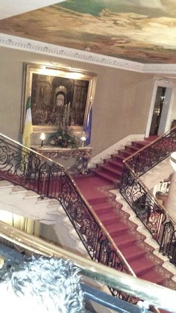 Bridge House Hotel, Spa and Leisure Club: Thats what you call a staircase