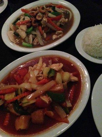 Tip Thai Restaurant: Two delicious chicken dishes.