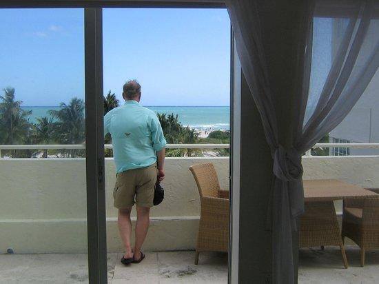 Hotel Ocean: large ocean front balcony