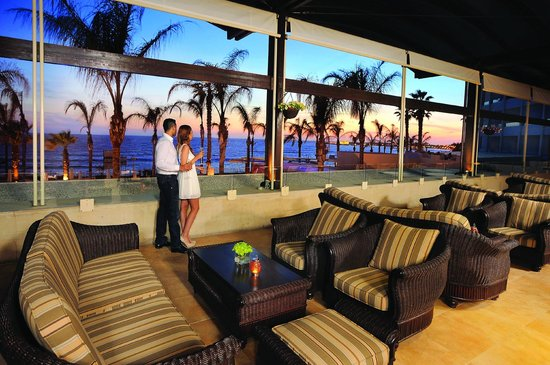 Alexander The Great Beach Hotel: Alexander's Bar Terrace